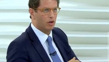 Corretor de seguros dá 'tom perfeito' ao Roda Viva com ministro do Ambiente